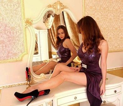 imagen chica espejo victoriano