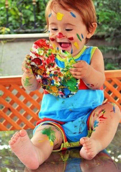 bebe manualidades feliz pintura colores