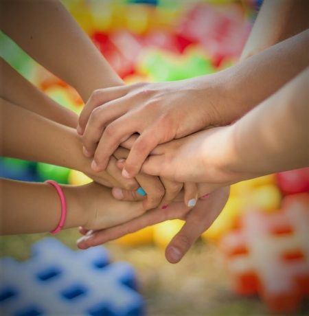 manos unidas niños manualidades