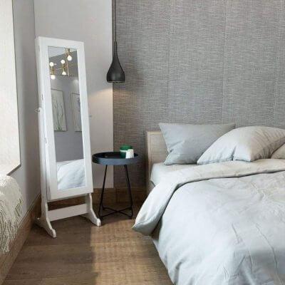 Espejo de pie joyero de madera blanco con llave de seguridad. Espejo de cuerpo entero con 5 baldas y luz LED interior.