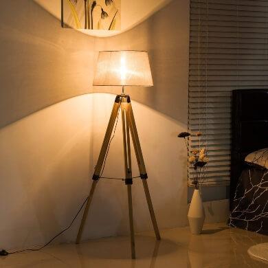 lampara madera tripode pino pantalla tela lino moderno vintage