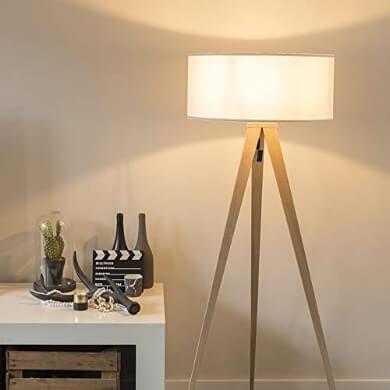 Lámpara de madera de pie decorativa con pantalla blanca ideal para todo tipo de decoración salones comedores recepciones